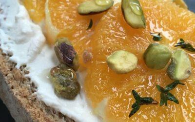 Toast met ricotta en sinaasappel
