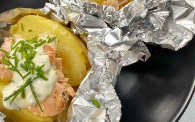 Gepofte aardappel met zalm